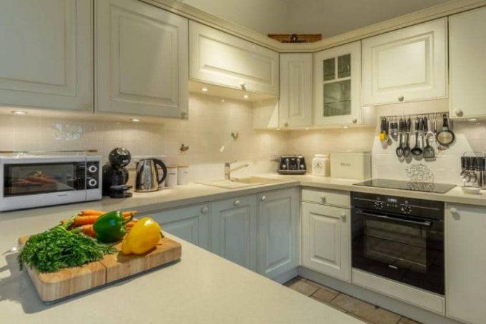 Modern and bright kitchen