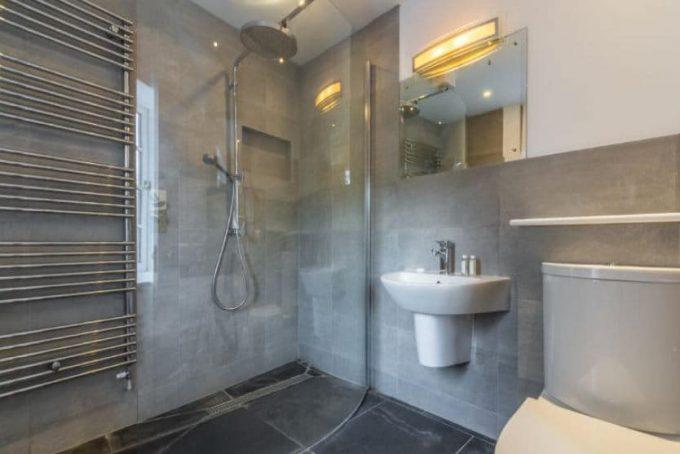Modern and stylish bathroom