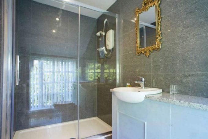 Spacious en-suite shower room