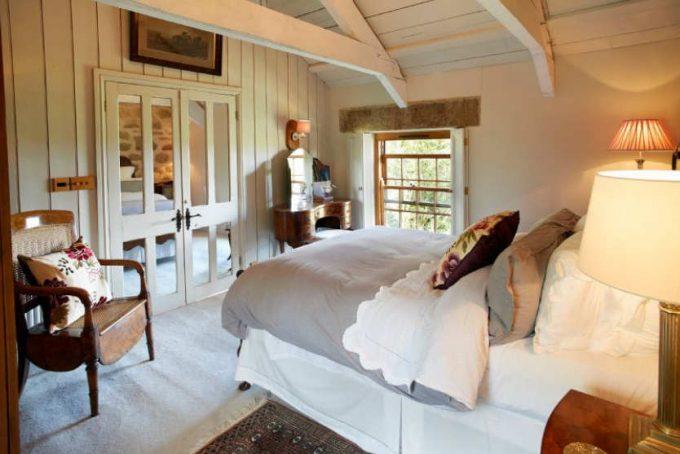 Large bedroom with en-suite